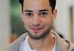 31-Oct-2014 21:30 - VALERIO GAAT OVER MIJN LIJK PRESENTEREN. Valerio Zeno is de nieuwe presentator van het BNN-programma Over mijn Lijk. Dat heeft Patrick Lodiers, die deze maand aan zijn vijfde en laatste reeks begon, vrijdagavond bekendgemaakt in De Wereld Draait Door.