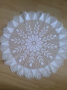 serwetka Crochet Tablecloth, Crochet Doilies, Crochet Lace, Crochet Circles, Crotchet, Diy And Crafts, Crochet Patterns, Rugs, Creative