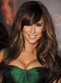 Brown hair with chunky multi highlights basically stunning new hair Flattering caramel highlights on dark brown hair,Highlights ideas for brunette hair.Dark Brown hair color with caramel highlights. Black Hair With Brown Highlights, Brown Hair Colors, Colored Highlights, Jennifer Love Hewitt, Pelo Color Caramelo, Hairstyles With Bangs, Cool Hairstyles, 2014 Hairstyles, Wedding Hairstyles