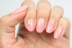 Simple and pretty #nagellack #longlastinglove #essence #naildesign #photooftheday #beauty #summer #cute #pink #stickers #nailpolish #ignails #instagood #instanails #nails ©island.jewel
