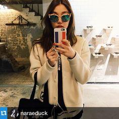 #Repost @naraeduck with @repostapp.・・・이것두 이쁘네...? . . #gentlemonster #sunglasses #sinsa #showroom