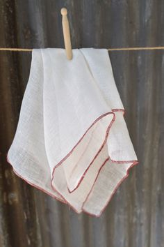 The perfect cloth to clean glassware and crystal. Once washed, this linen cloth will highly absorbent and will leave no lint residue. Manufactured in India Made