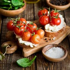 Cherry Tomato and Hummus Crostini  #glutenfree
