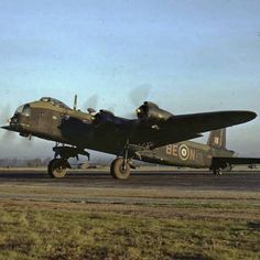 mach_1_ace Short Stirling GT Mark IV, LK137, '8-EN', of No. 295 Squadron. RAF Harwell, Mount Farm, Oxfordshire, England. Ww2 Aircraft, Military Aircraft, Ov 10, Manchester Airport, Royal Air Force, Aeroplanes, Nose Art, Aviation Art, Stirling
