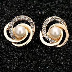 Pair of Stylish Love Knot Faux Pearl Earrings For Women