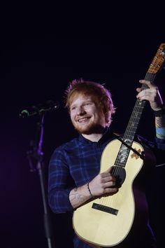 Ed Sheeran na svém prvním pražském koncertě 12. 2. 2015 v pražské Tipsport Areně.