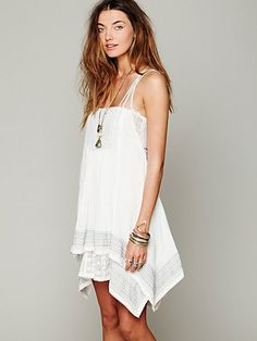 <3 <3 <3 flowing white dresses