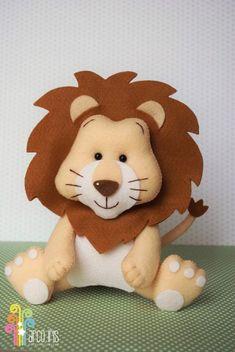 Aprende cómo coser un muñeco de león en fieltro paso a paso ~ Haz Manualidades Baby Crafts, Felt Crafts, Diy And Crafts, Crafts For Kids, Felt Animal Patterns, Stuffed Animal Patterns, Fabric Toys, Felt Fabric, Peluche Lion