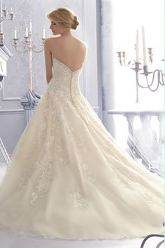 2014 Wedding Dresses A Line Sweetheart Chapel Train Organza With Applique And Beaded