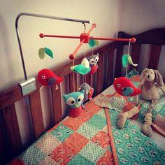 Bebé cuna móvil pájaro móvil fieltro móvil guardería por Feltnjoy