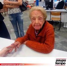 Benedicta nasceu na zona rural de São José dos Campos em julho de 1925. No sábado (13), ela foi no horário agendado ao Poupatempo da cidade tirar a 2ª via do RG. Men Sweater, Sweaters, Fashion, Senior Living, City, Rural Area, Moda, Fashion Styles, Men's Knits