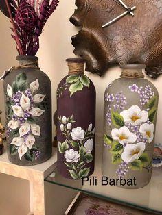 Recycled Glass Bottles, Glass Bottle Crafts, Wine Bottle Art, Diy Bottle, Painted Glass Vases, Painted Wine Bottles, Inspiration Artistique, Glass Engraving, Jar Art