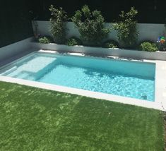 Diseño y Construcción de Piscinas Exclusivas Madrid - Piscinas OSCER Small Inground Pool, Small Swimming Pools, Small Backyard Pools, Backyard Pool Designs, Small Pools, Swimming Pools Backyard, Swimming Pool Designs, Backyard Patio, Outdoor Pool