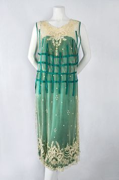 French chiffon/lace dress, from the Vintage Textile archives. by missqi 20s Fashion, Art Deco Fashion, Fashion History, Retro Fashion, Vintage Fashion, Vestidos Vintage, Vintage Gowns, Vintage Clothing, 1920s Outfits