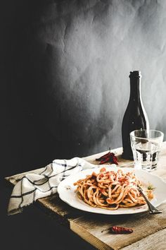Food Rings Ideas & Inspirations 2017 - DISCOVER spaghetti alla chitarra - traditional italian home made pasta recipe Discovred by : Sonia M. Think Food, Love Food, Food Photography Styling, Food Styling, Italian Cooking, Italian Recipes, Italian Foods, Wine Recipes, Pasta Recipes