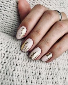 The advantage of the gel is that it allows you to enjoy your French manicure for a long time. There are four different ways to make a French manicure on gel nails. Hair And Nails, My Nails, Nail Art Designs, Nagellack Trends, Nail Effects, Foil Nails, Nails With Foil, Manicure E Pedicure, Nagel Gel