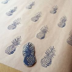 Having fun lino printing pineapples in the studio today! #linoprint #pineapples #katefloresillustration #wrappingpaper #diy