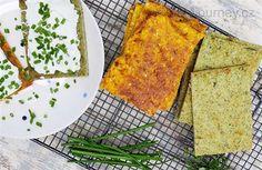 Vlna oblíbenosti zeleninových pokrmů nebere konce. Zeleninou se krmí všichni a nutno konstatovat, že je stále v kurzu. Vychutnejte si zeleninové placky barevné jako duha. Jsou chutné, rychlé a bez mouky. Ideální k mlsání i jako příloha k salátu anebo jen tak si je namazat krémovým sýrem, tedy pro všechny, kdo milují zeleninu.