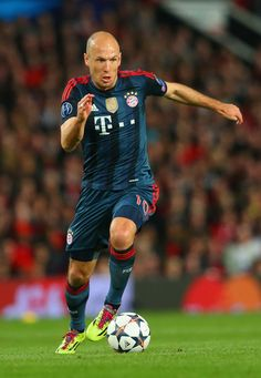 Arjen Robben controls the ball during the UEFA Champions League quarter final first leg match between Manchester United and FC Bayern München at Old Trafford on April 1, 2014 in Manchester, England.