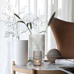 6 Inspiring side tables for your dreamy living room - Daily Dream Decor - Flower Arrangements - Side Table Decor, Table Decor Living Room, Table Decorations, Side Tables, Interior Styling, Interior Decorating, Interior Design, Deco Table, Dream Decor