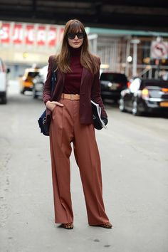 Burgundy Ribbed Turtleneck Sweater With Flute/Bell Sleeve Turtleneck Outfit, Ribbed Turtleneck, Work Fashion, Fashion Outfits, Fashion Design, Burgundy Outfit, Mode Inspiration, Swagg, Autumn Winter Fashion