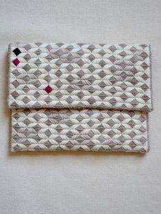 Laura's Loop: New Year's Needlepoint Clutch - The Purl Bee - Knitting Crochet Sewing Embroidery Crafts Patterns and Ideas! Diy Clutch, Clutch Bag, Tote Bag, Best Leather Wallet, Clutch Tutorial, Clutch Pattern, Diy Sac, Purl Bee, Purl Soho