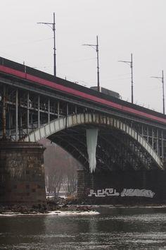 """""""Ogromny sopel na Moście Poniatowskiego"""". http://kontakt24.tvn24.pl/ogromny-sopel-na-moscie-poniatowskiego,3005162,ugc"""