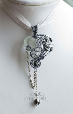 OOAK Clear gothic heart wire wrapped pendant by ukapala on Etsy, €45.00