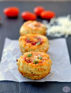 Mini chicken Parmesan muffins are the perfect weeknight meal that everyone in your family will love! Healthy Appetizers, Appetizer Recipes, Snack Recipes, Cooking Recipes, Healthy Recipes, Parmesan, Muffin Tin Recipes, Muffin Tins, Sandwiches