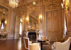 When the Asia hotel group decided to open a hotel in the French capital, to choose the former mansion of Prince Roland Bonaparte was yet daring but is truely successful. Here, Le Grand Salon - #Shangri-La Hotel, Paris, France #luxurydreamhotels