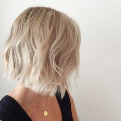 Choppy bob with slight beachy waves https://www.facebook.com/shorthaircutstyles/posts/1720136374943469