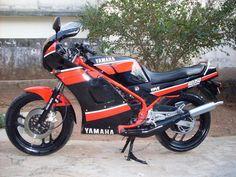 Yamaha RD 350 LC preta 1990 [na garagem de 1990 a 1992]