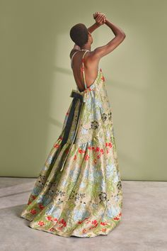 See the complete Rochas Resort 2019 collection. Vogue Fashion, High Fashion, Baggy Dresses, Linen Dresses, Jacquard Dress, Vogue Russia, Fashion Show Collection, Dream Dress, Couture Fashion