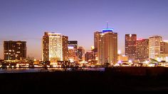 Interesting Photos of the New Orleans' Skyline is a compilation of shots taken in the city. It features breathtaking scenes of the horizon of New Orleans. Interesting Photos, Cool Photos, New Orleans Skyline, Costume Institute, Seattle Skyline, Memphis, Louisiana, Silhouettes, Seo
