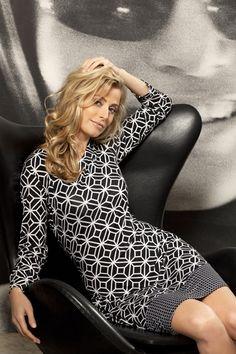 Nachthemd van Pastunet, zwart met wit print. #sleepwear #sleepdress #nachthemd #pyjama #mode #fashion #goodnight. http://www.lingerie-athome.nl/pastunette-nachtjapon-zwart-wit