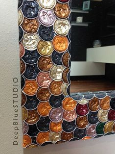 Mirror with aluminium mosaic Diy Crafts Recycled Materials, Recycled Art Projects, Mosaic Projects, Easy Craft Projects, Fun Crafts For Kids, Diy And Crafts, Christmas Decorations To Make, Christmas Diy, Tin Can Art