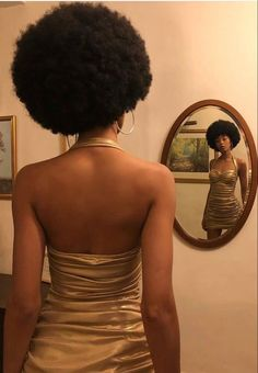 Pretty Black Girls, Beautiful Black Girl, Pretty People, Beautiful People, Foto Glamour, Curly Hair Styles, Natural Hair Styles, Black Girl Aesthetic, Beige Aesthetic