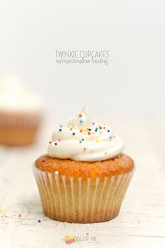 twinkie cupcakes & marshmallow cream frosting | colormemeg.com