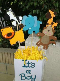 This would be easy and cheap to make. Hobby Lobby has lots of different jungle animals. Baby Shower Balloons, Baby Shower Cakes, Baby Shower Parties, Baby Shower Themes, Baby Boy Shower, Shower Ideas, Mesas Para Baby Shower, Diy Bebe, Jungle Theme