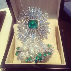 Gorgeous Brooch with 22.55 cts Emerald as a center stone  #emerald #emeraldbrooch #diamonds #diamond #diamondjewellery #jewellery #jewelry #precious #handmade #handcrafted #richgems #masterpeiece #madeinmyanmar