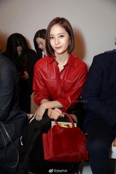 Cùng cắt tóc ngắn, Yoona và Krystal, ai hơn ai kém trong cuộc đọ sắc này? - TinNhac.com