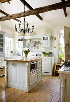 Creamy white cabinetry paired with earthy, rustic elements Georgian Interiors, Georgian Homes, Cottage Interiors, Georgian Kitchen, Home Kitchens, Dream Kitchens, Interior Decorating, Interior Design, Beautiful Kitchens