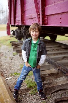Photography workshop. Cute boy pose : )  http://www.madisonviningphotography.com/advance-oklahoma-photography-workshop/