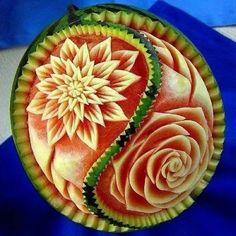 amazing food art on watermelon Veggie Art, Fruit And Vegetable Carving, Veggie Food, Watermelon Art, Watermelon Carving, Carved Watermelon, Bonbon Fruit, Amazing Food Art, Food Sculpture