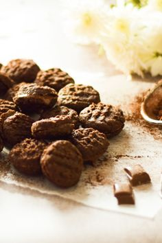Chocolate Coconut Biscuits Coconut Biscuits, Tamarind, Tea Time, A Food, Cocoa, Food Processor Recipes, Crisp, Sweet Treats, Chocolate