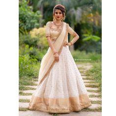 Party Wear Indian Dresses, Designer Party Wear Dresses, Indian Bridal Outfits, Indian Gowns Dresses, Dress Indian Style, Indian Designer Outfits, Designer Gowns, Indian Wear, Lehenga Saree Design