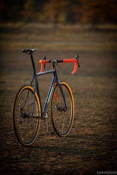 Single speed cyclocross ist in Amerika inzwischen populär. Wniger Probleme mit der Technik im Schlamm. Zieht Belgien nach?
