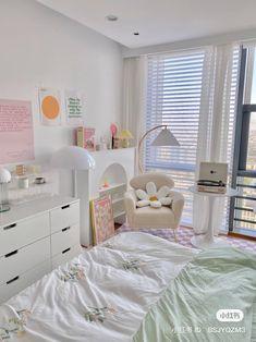Room Design Bedroom, Room Ideas Bedroom, Pastel Room Decor, Deco Studio, Indie Room, Minimalist Room, Pretty Room, Aesthetic Room Decor, Cozy Room