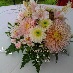 Florería en Cancún.   Decoración floral para eventos y bodas en Cancún y Riviera Maya. Info: ventas@floreriazazil.com #floreriascancun #floreriazazil