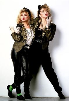 Rosanna Arquette and Madonna for Desperately Seeking Susan, 1985 Madonna 80s Outfit, Madonna Fashion, 80s Costume, 80s Party Outfits, Mode Outfits, Style Année 80, 1980s Style, Desperately Seeking Susan, 80s Trends